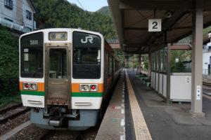 平岡駅・始発列車