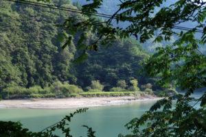 小和田駅近くの河原